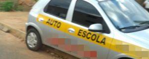 Veículo de autoescola dá mau exemplo pelas ruas de Campo Novo do Parecis
