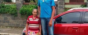 Com 2,18 m, jovem sofre com bullying e deixa escola para fazer tratamento